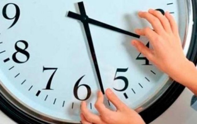 У вихідні годинники переводять на годину вперед