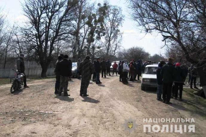 У Гайсинському районі сільський голова зібрав мітинг під час карантину, щоб завадити слідству (Фото)