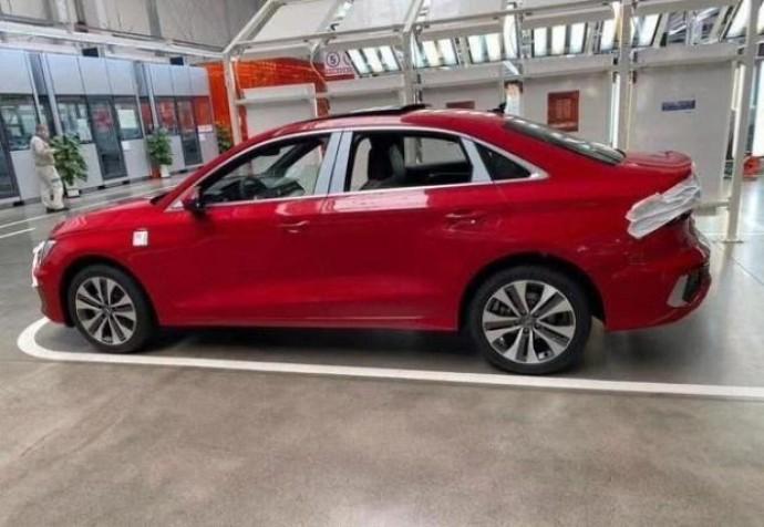 Раскрыли до премьеры: фото новой Audi A3 Sedan
