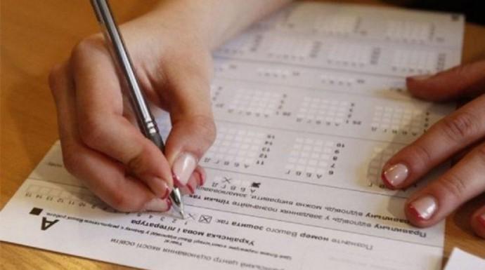 В Україні учні здаватимуть ЗНО у масках та на відстані 1,5 метри один від одного