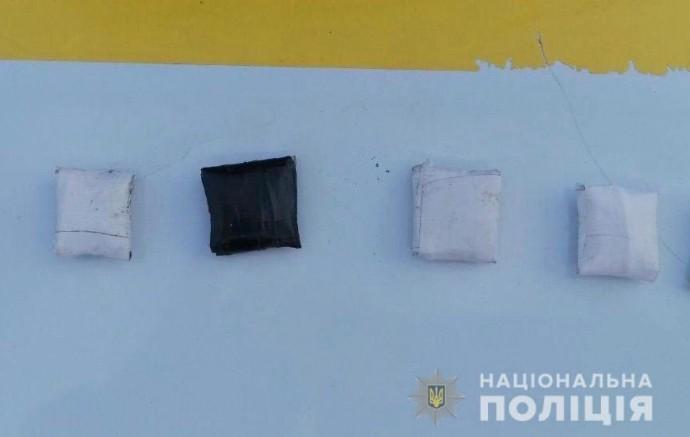 """У Вінниці затримали молодика, який робив """"закладки"""" наркотиків"""