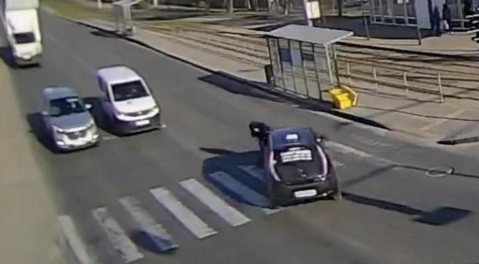 На Вишеньці водій таксі збив жінку, яка переходила дорогу на зелений сигнал світлофора (Відео)