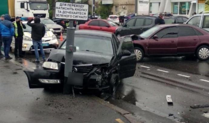 ДТП на Київській: пошкоджено 4 автомобілі (Фото+Відео)