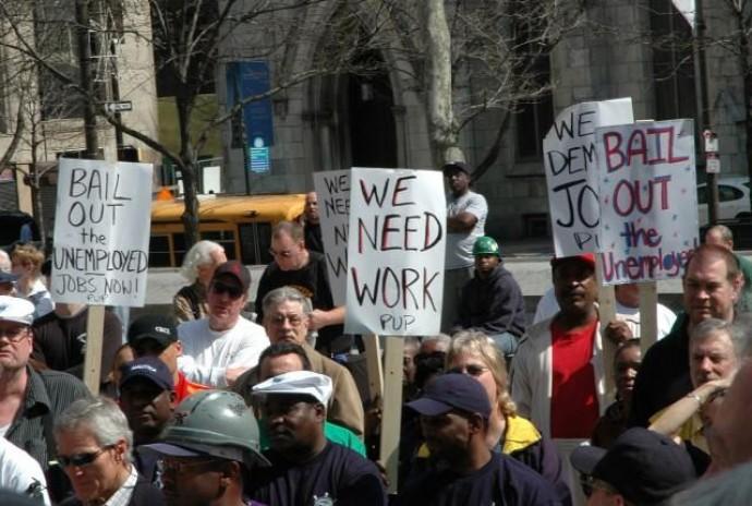 Безработица в США побила рекорд за последнее столетие: шокирующие цифры