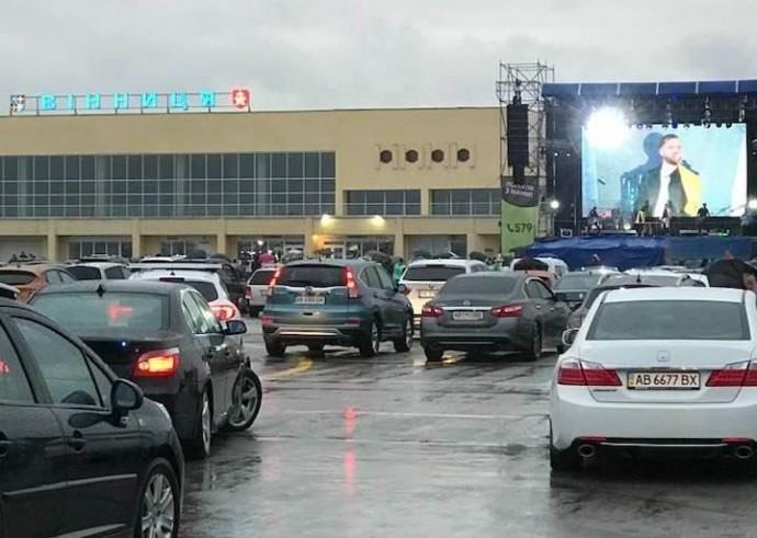 """В аеропорту """"Вінниця"""" відбувся автоконцерт гурту """"Без обмежень"""" (Фото)"""