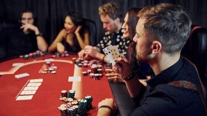гра в покер навчитись