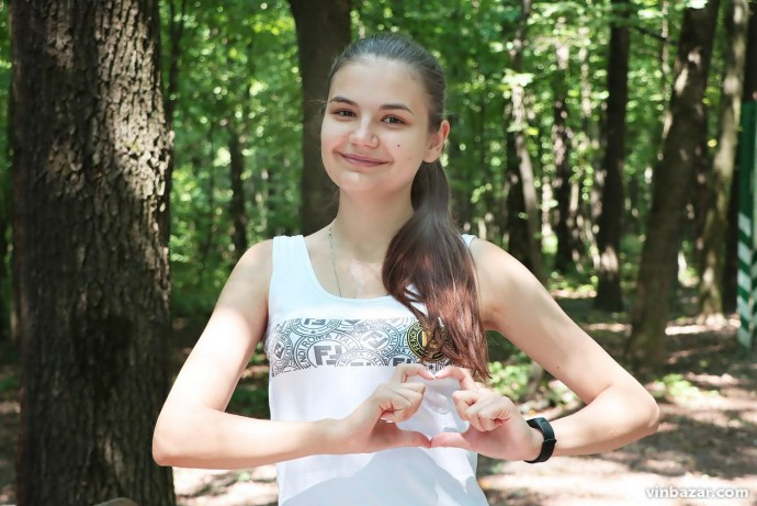 Дівчина з Вінниччини поборола хворобу, яка забрала життя мами та бабусі. Довелося наважитися на пересадку серця (Фото)