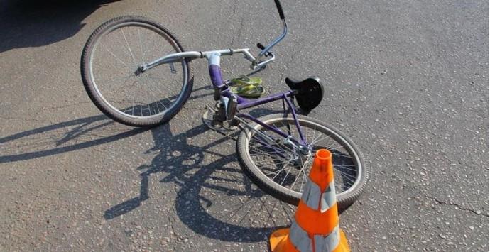 У Браїлові 12-річний велосипедист в'їхав у вантажівку. Дитина в лікарні