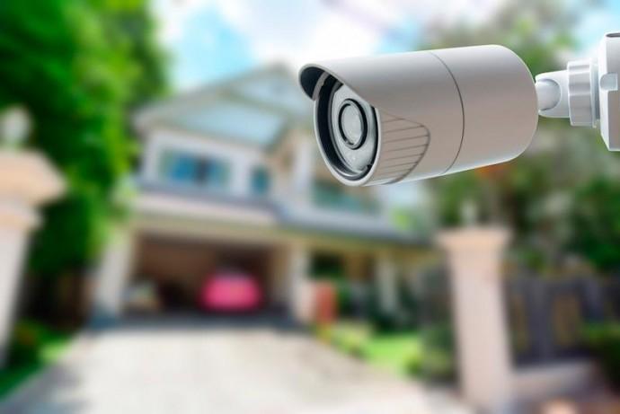Видеонаблюдение и датчики: как обезопасить свой дом?