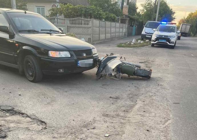 """У Гайсині """"ЗАЗ"""" збив літнього мопедиста. Пенсіонер у лікарні (Фото)"""