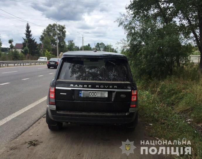 Водій Range Rover, який перевищив швидкість у Стрижавці, намагався дати хабаря патрульним (Фото)
