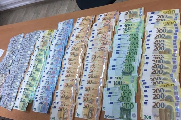 Вінничанин намагався виїхати до Польщі з сумкою валюти. Завадили митники