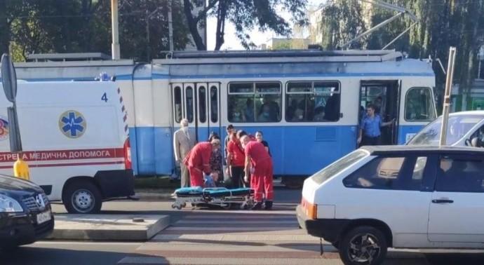 На Хмельницькому шосе таксі збило 73-річну жінку (Відео)