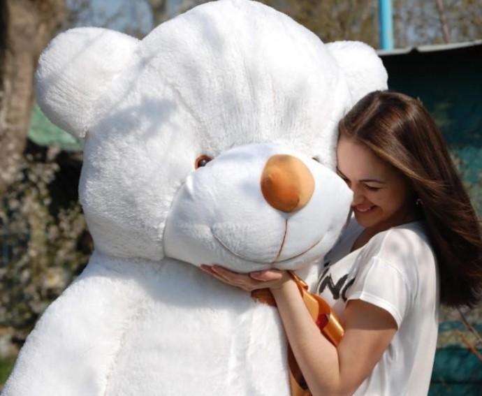 Большой плюшевый медведь - оригинальный подарок для самых любимых