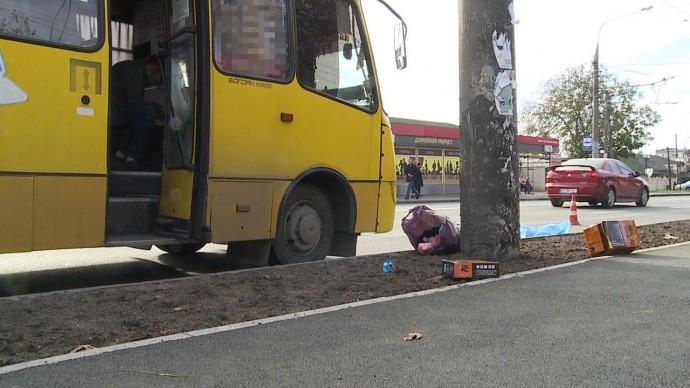 У Вінниці під колесами маршрутки загинув пішохід (Фото)
