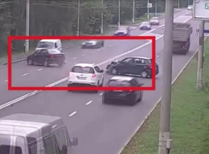 На Гніванському шосе водій на Skoda в'їхав у Geely (Відео)