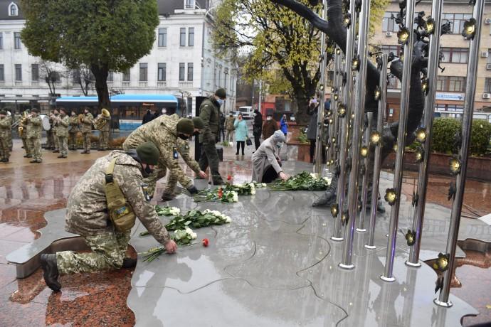 У Вінниці вшанували пам'ять Небесної сотні напередодні Дня гідності та Свободи (Фото)