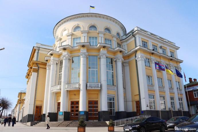 У Вінницьку обласну раду пройшло 6 партій. Перелік депутатів