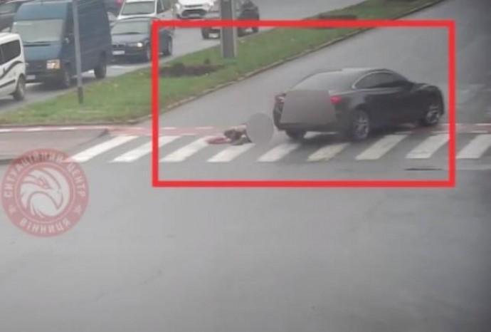 У Вінниці пішохід потрапив під колеса Mazda. Чоловік йшов на