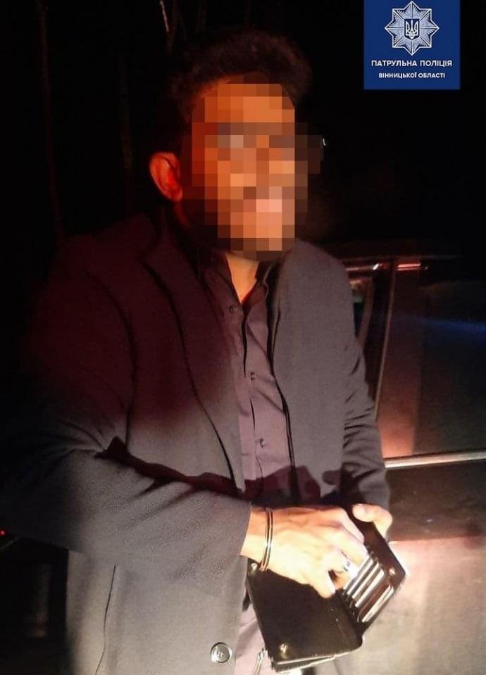 У Вінниці нетверезий іноземець на Mazda втікав від патрульних через Лісопарк (Фото)