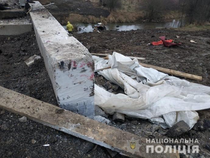 """На Вінниччині """"ВАЗ"""" злетів з мосту. Внаслідок ДТП постраждало 5 людей (Фото+Відео)"""
