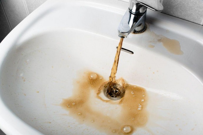 """У """"Вінницяоблводоканалі"""" пояснили причини неприємного запаху води з-під крану"""