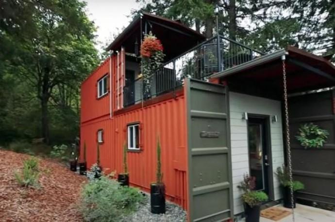 Ідеальний дім: пара побудувала комфортний і практичний будинок із морських контейнерів (Відео)