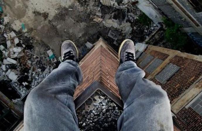На Вінниччини чоловік покінчив життя самогубством вистрибнувши з вікна