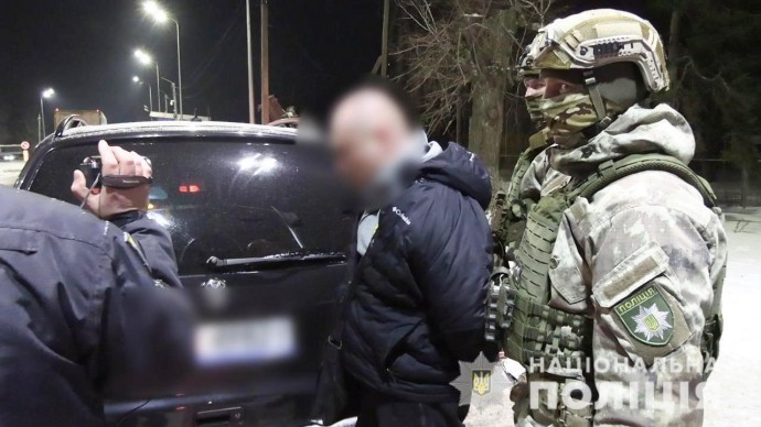 У Немирові затримали водія, який перевозив зброю та наркотики (Фото+Відео)