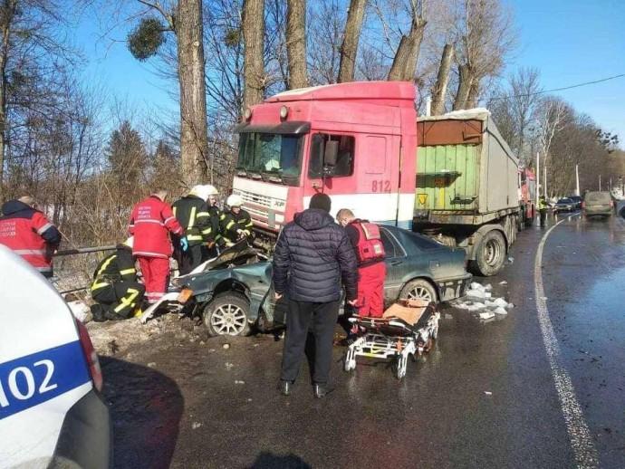 На Вінниччині зіткнулись автомобілі Mitsubishi та DAF. Внаслідок ДТП загинув 20-річний пасажир