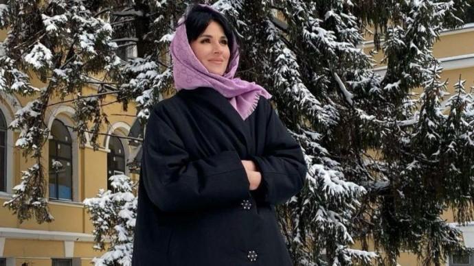 Маша Єфросиніна зачарувала зимовим образом у чорній куртці