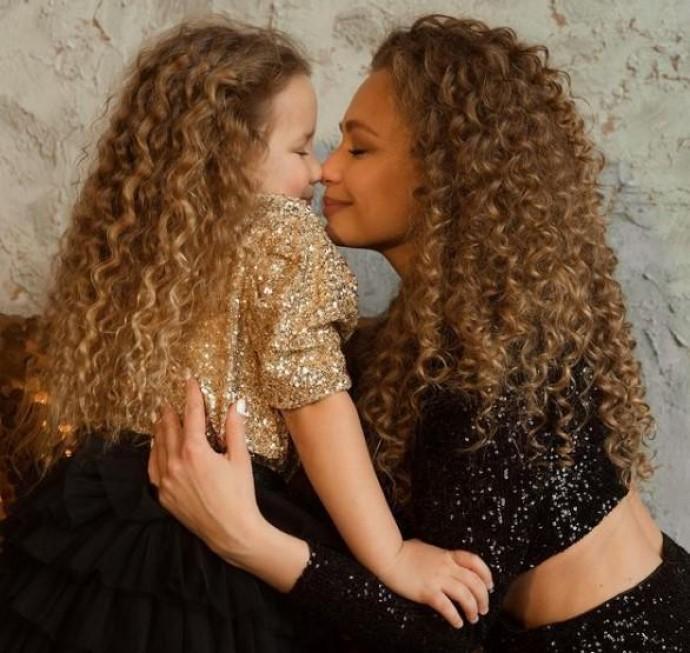 Українська співачка Яна Соломко поділилась новою світлиною з донькою