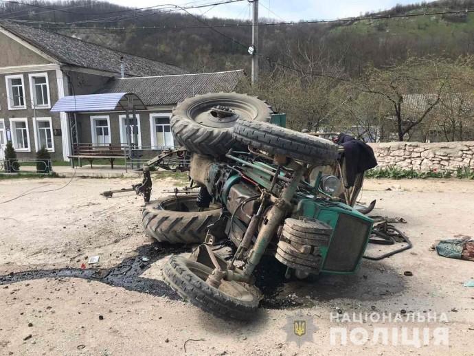 На Вінниччині перекинувся трактор. Водій у лікарні (Фото)