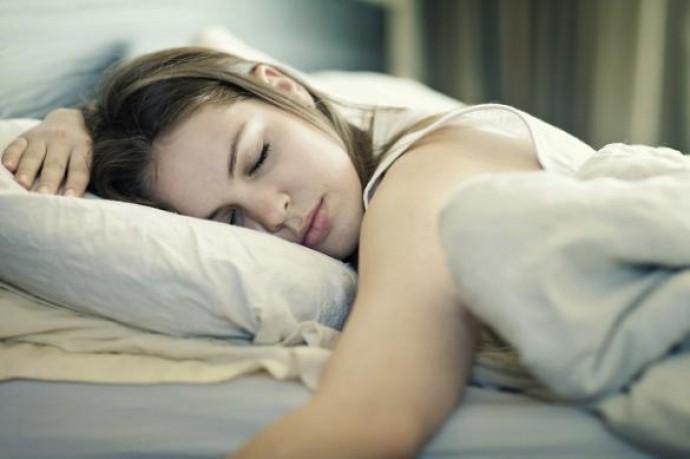 Сплячі люди можуть чути і відповідати уві сні на питання