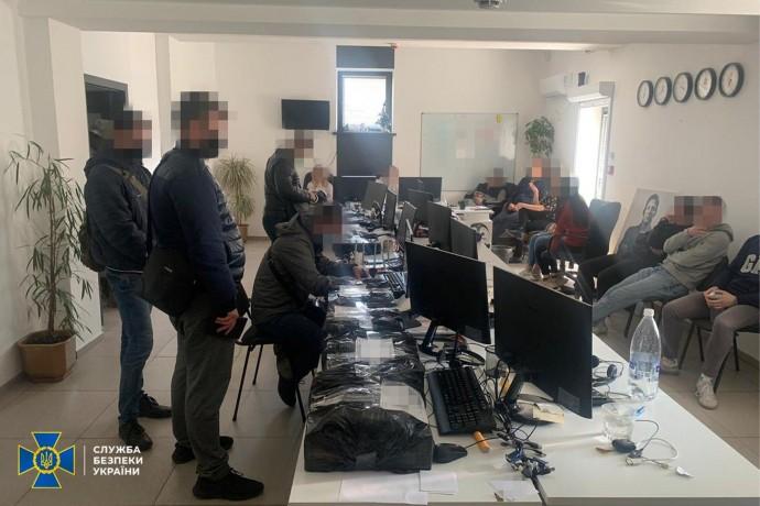 У Вінниці CБУ викрила мережу підпільних call-центрів (Фото)