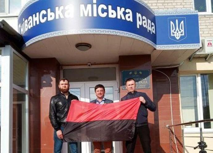 У Гнівані офіційно вивішуватимуть прапор ОУН-УПА поряд з жовто-блакитним