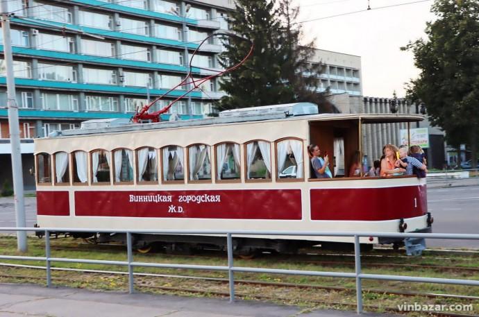 У Вінниці стартував сезон подорожей на екскурсійних ретро-трамваях