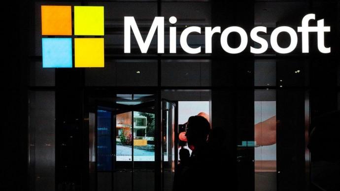 Працівники Microsoft залишаються по домівках: відкриття офісів відтермінували