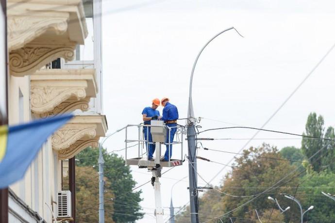 На Келецькій та Барському шосе проводять реконструкцію освітлення