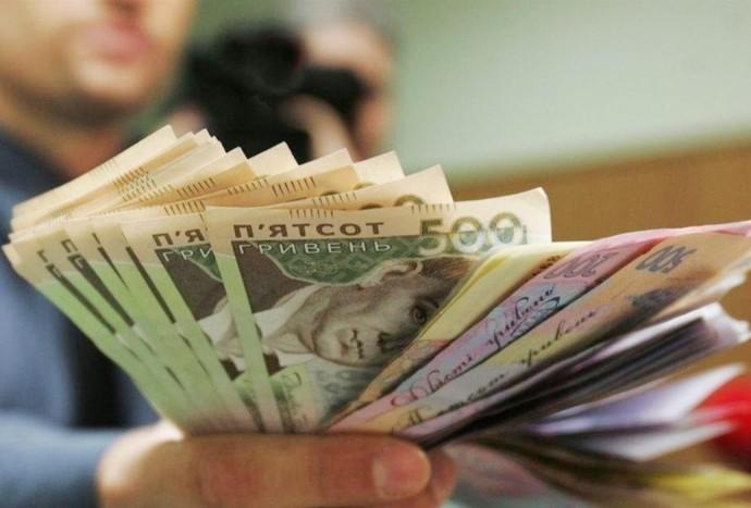 В Україні середня зарплата за рік зросла на 18,9%. На Вінниччині показники вищі