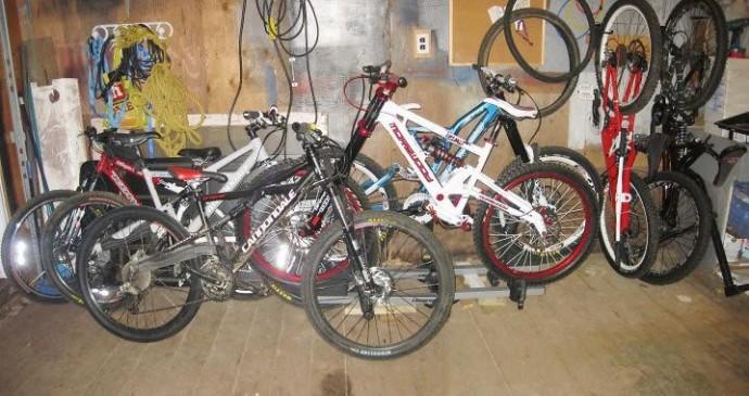 На Вінниччині 24-річний хлопець пограбував гараж. Викрав сім велосипедів та бензопилу
