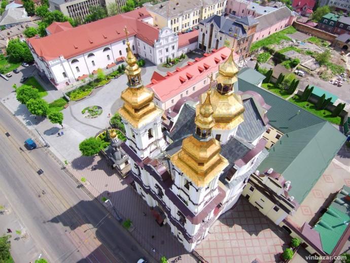 Великодні кошики біля Спасо-Преображенського собору у Вінниці освячуватимуть протягом двох днів