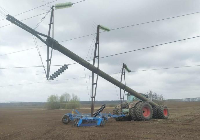 На Вінниччині аграрії збили три високовольтні електроопори за тиждень (Фото)