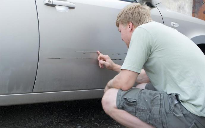 Як швидко і ефективно прибрати подряпини на автомобілі?
