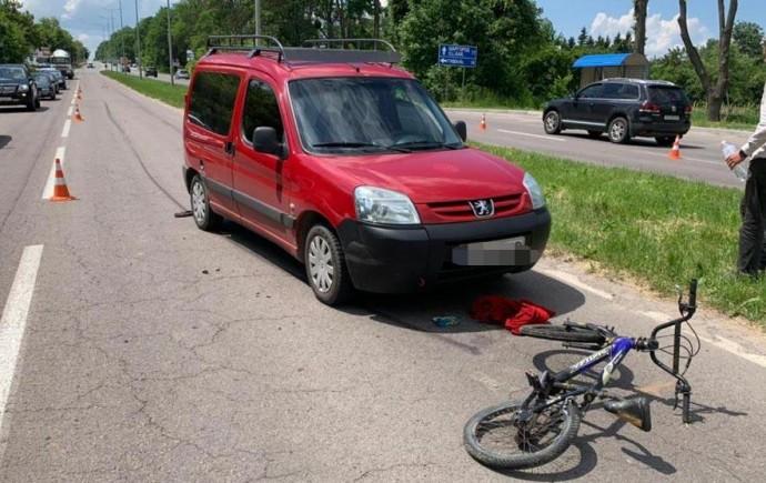 У Вінниці 11-річний хлопчик потрапив під колеса двох авто на очах у матері (Фото)
