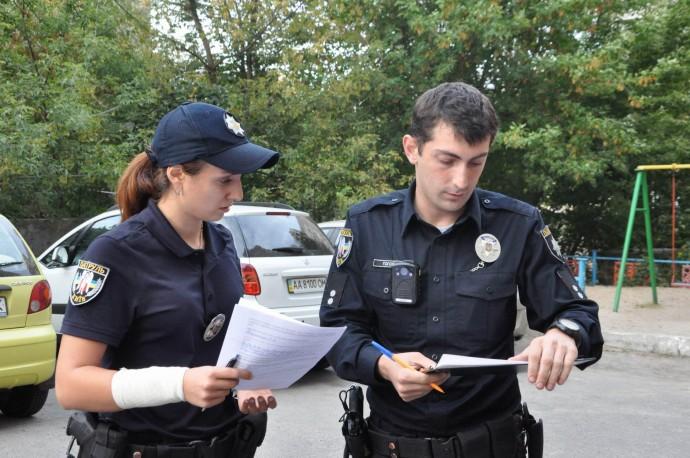 """На Вінниччині пасажирка """"ВАЗу"""" намагалась підкупити патрульних"""