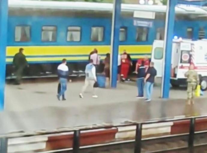 У Вінниці чоловік потрапив під пасажирський потяг (Відео)