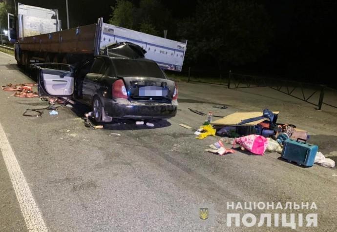 На Вінниччині зіткнулися іномарка та вантажівка. Один із водіїв загинув (Фото+Відео)