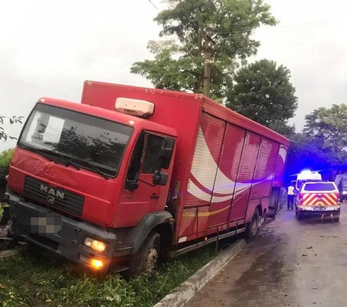 У Гайсинському районі вантажівка збила пішохода. Чоловік загинув на місці