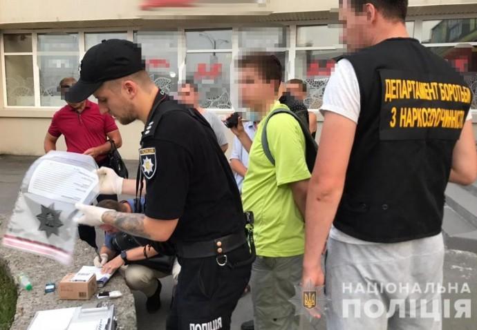 У Вінниці 16-річного студента вдруге затримали на продажу наркотичної солі (Фото)
